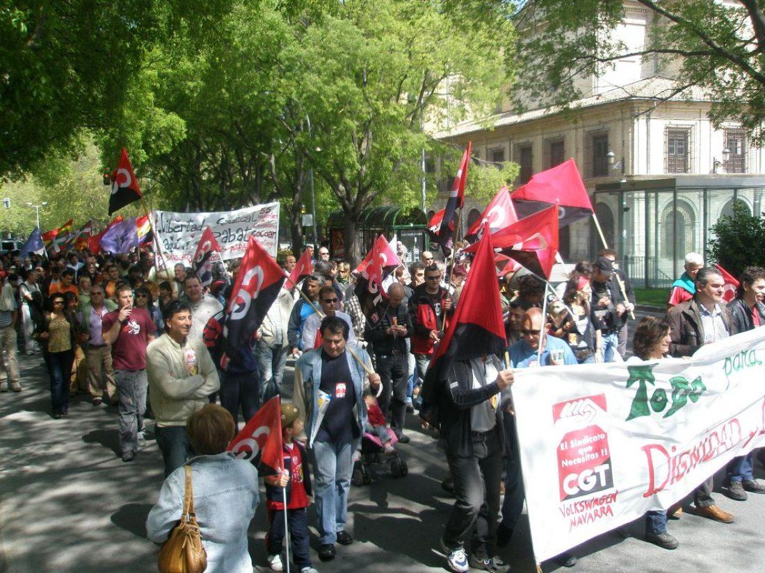 Iruñea. Convocadas por CGT, ESK, STEE-EILAS y ATTU, un millar de personas se manifestaron el 1 de mayo