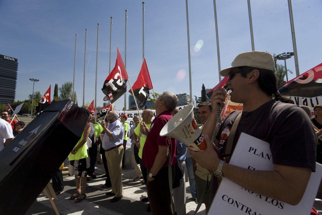 Concluye el encierro de los delegados y miembros de CGT durante 48 horas en los locales sindicales de la T-2 en contra de la precariedad en Barajas y del desmembramiento y privatización de la red de aeropuertos españoles (30/7/08)