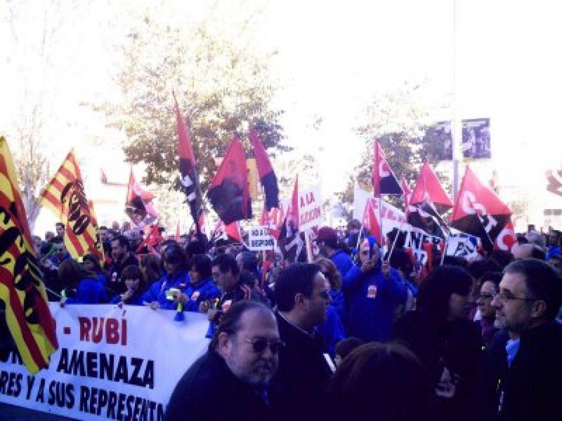 Multitudinaria manifestación contra el ERE de FICOSA-Rubí
