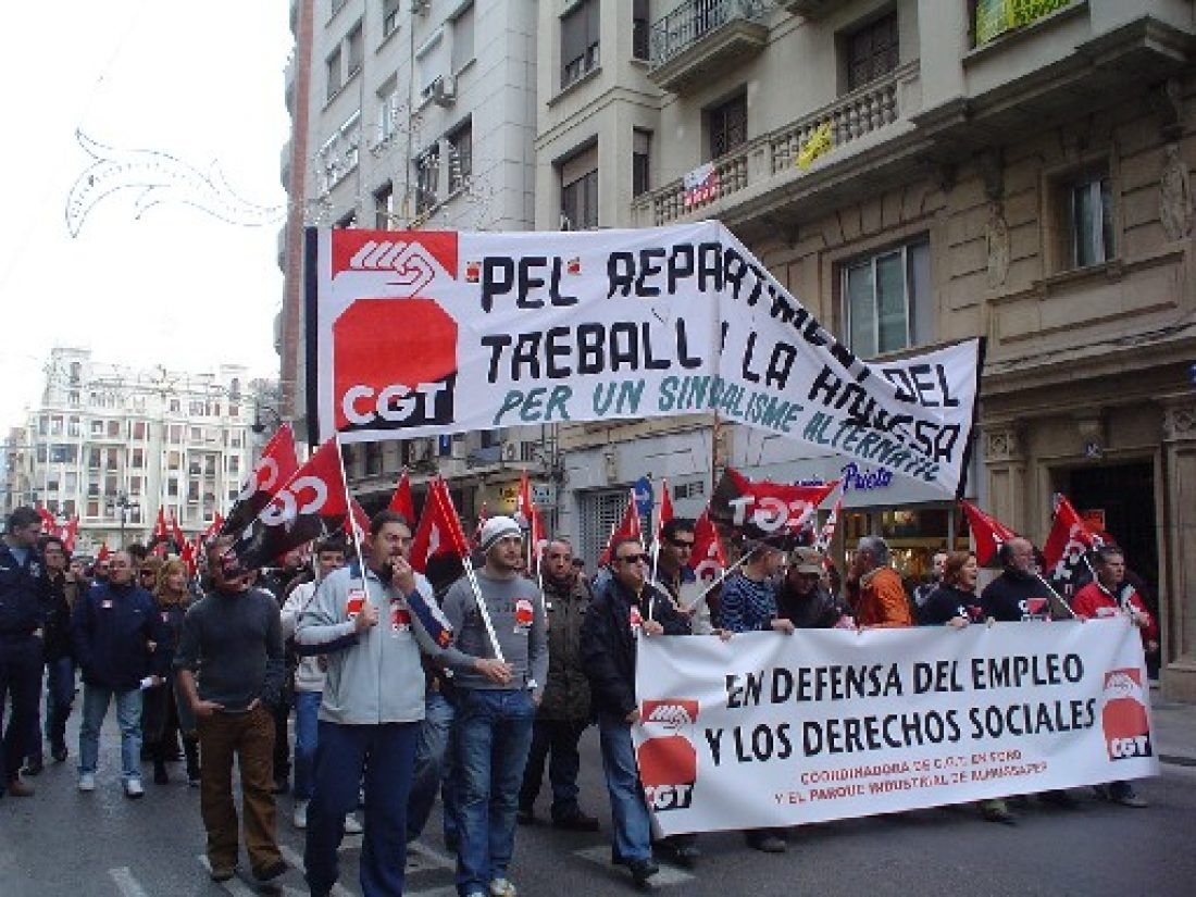 Convocados por CGT, 500 trabajadores de Ford y sus contratas se manifiestan en Valencia