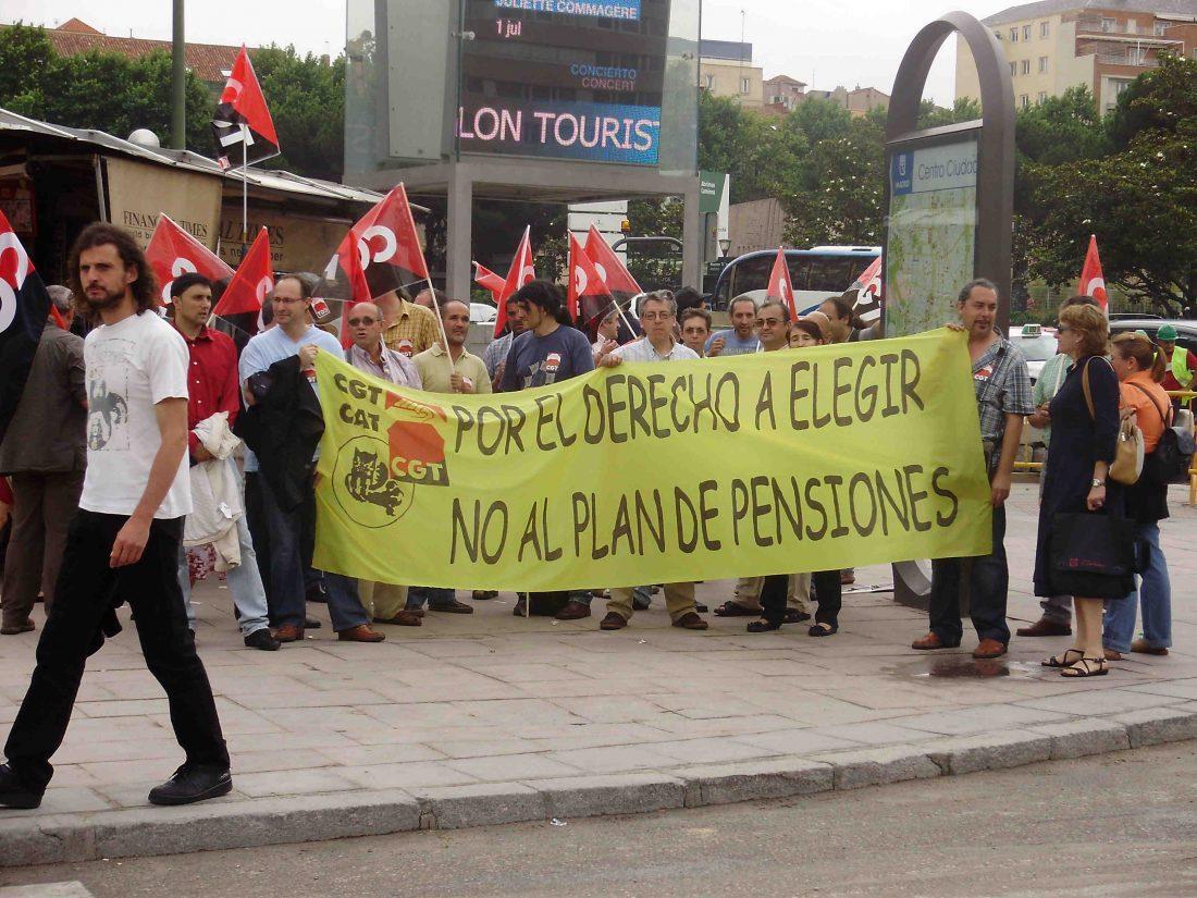 CGT hace una primera entrega con más de 12.000 firmas en contra del plan de pensiones de l@s trabajador@s de la Admón. Pública
