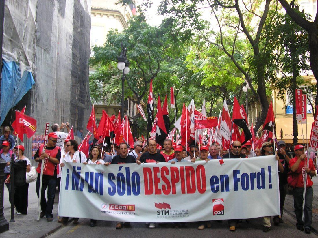 Miles de trabajadoras y trabajadores en las calles de València, contra los 600 despidos del ERE en Ford-Almussafes.