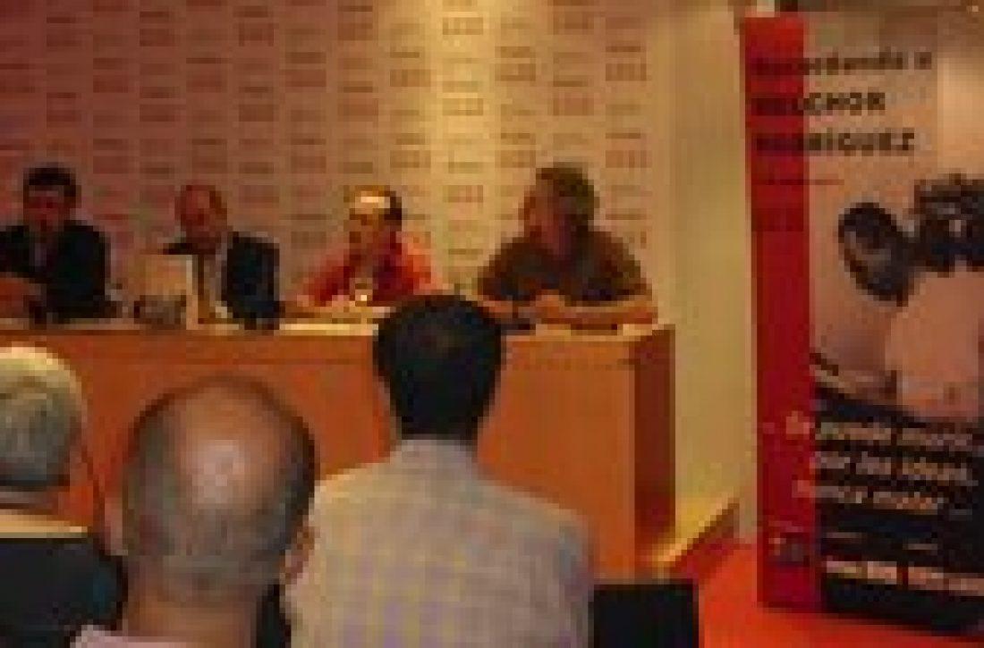 Gran participación en el acto de presentación del libro de Alfonso Domingo «El ángel rojo: La historia de Melchor Rodríguez»