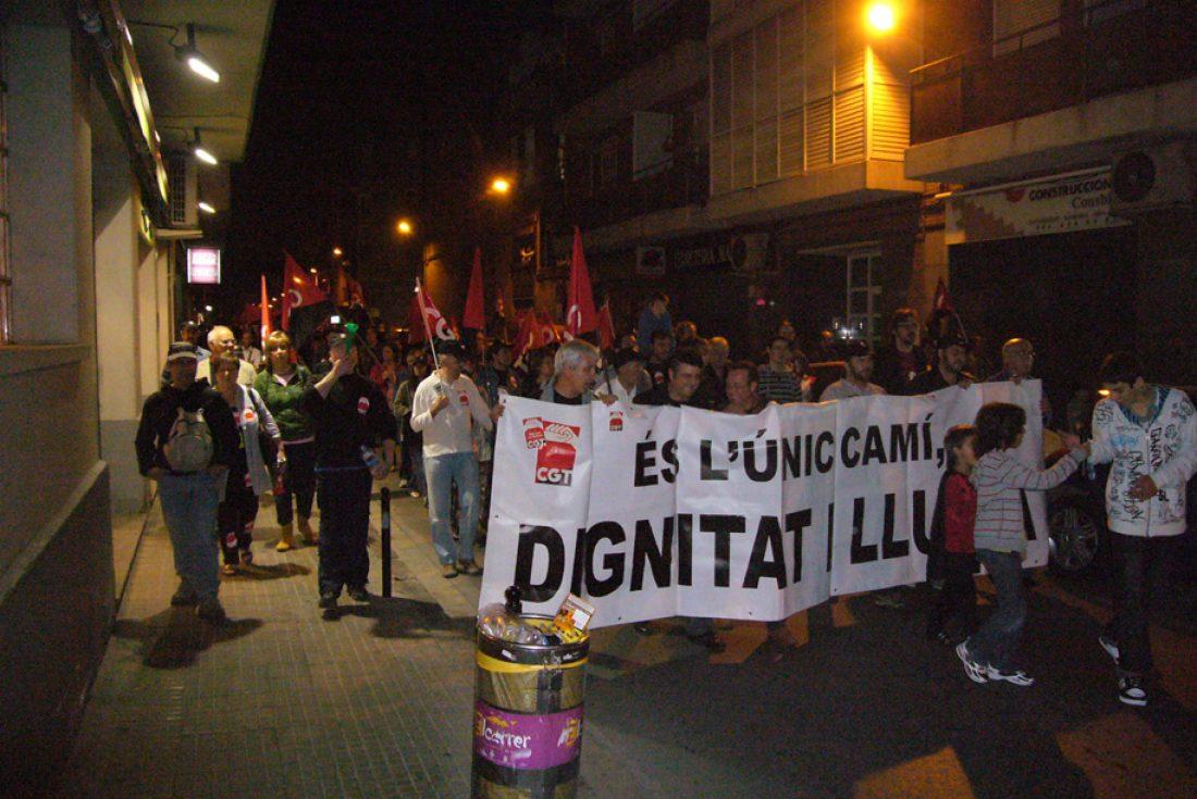 700 personas se manifiestan en Sant Boi de Llobregat convocadas por la CGT contra la crisis económica, la corrupción política, el desempleo y la precariedad