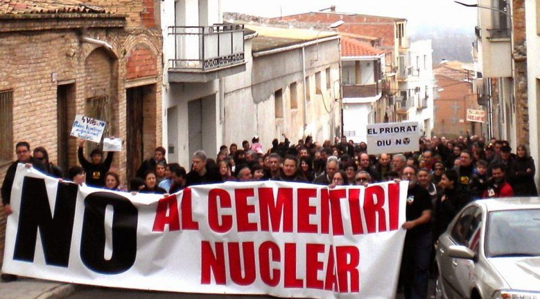 «Ascó, Cataluña dice que no». Más de 2000 personas se manifiestan contra el cementerio nuclear