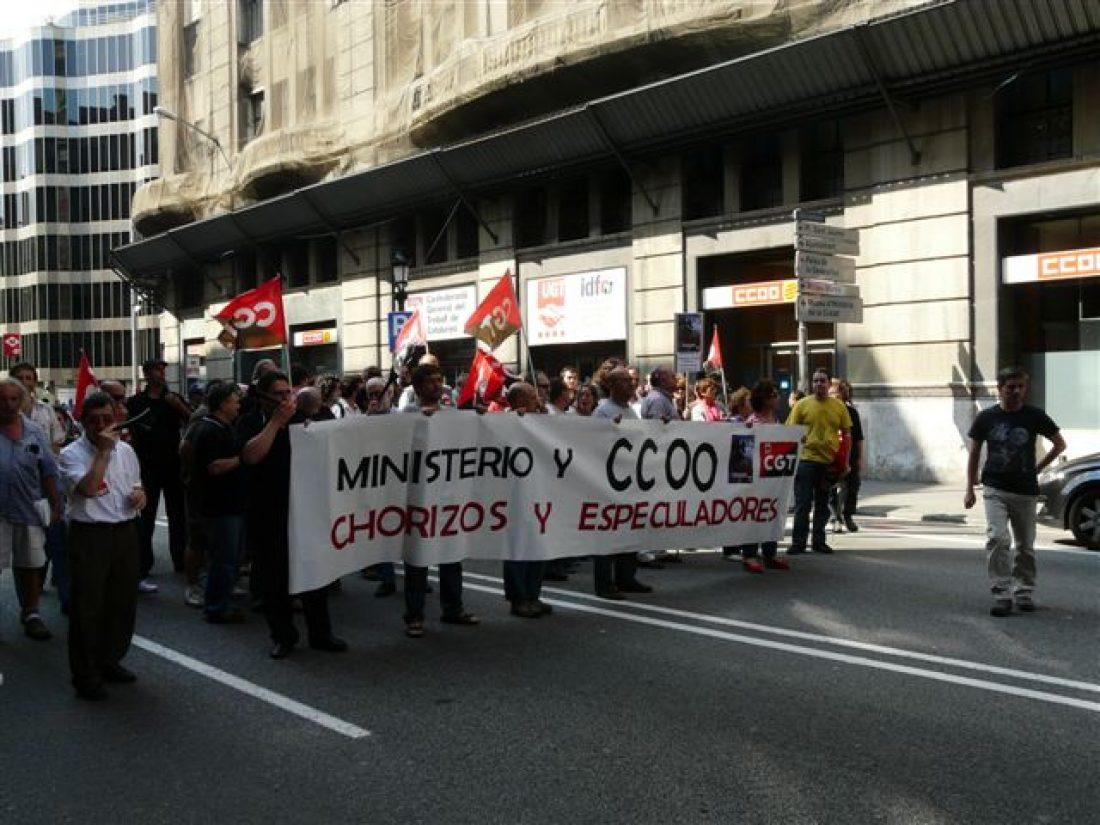 Barcelona: 200 afiliados de CGT cortan el tráfico en Via Laietana (17/6/10)