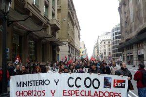 Barcelona: 200 militantes de CGT desalojados por la policía mientras reivindicaban el PSA para la organización.