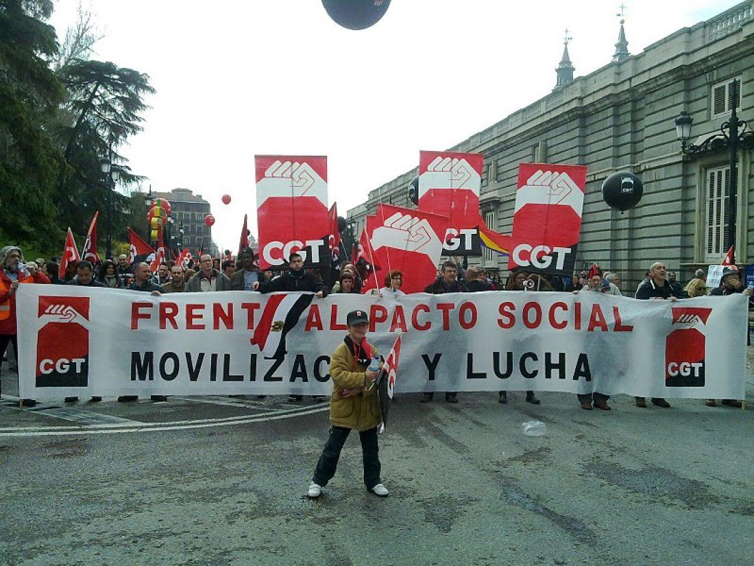 Miles de personas se manifiestan en Madrid por los derechos sociales y la justicia ambiental