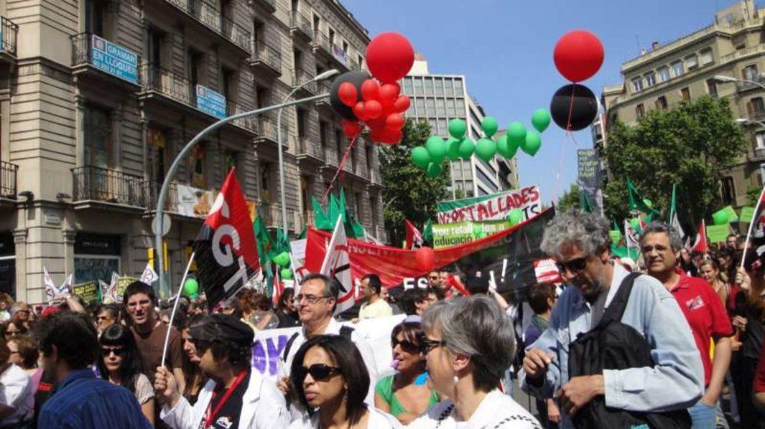 Barcelona: Masiva asistencia del bloque autónomo en la manifestación contra los recortes sociales.