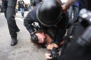 La población de Barcelona vuelve a recuperar la plaça Catalunya, que nos habían arrebatado los mossos d'esquadra