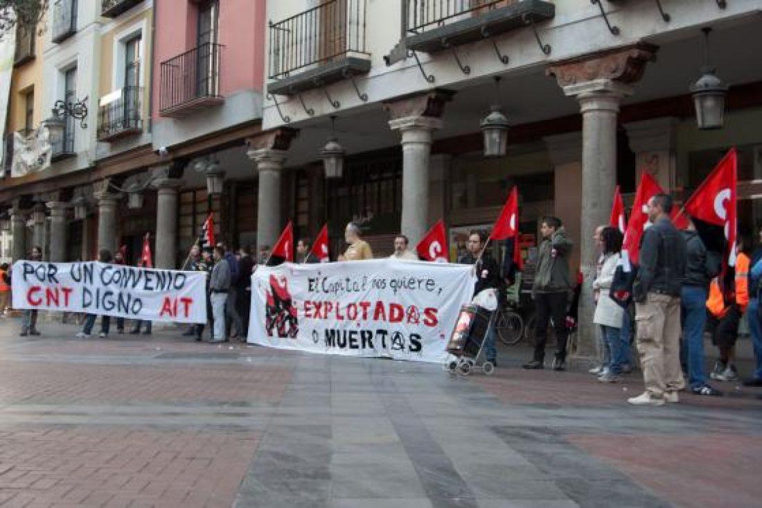 Valladolid: CNT y CGT se concentran en reivindicación de un convenio del Metal digno y justo.