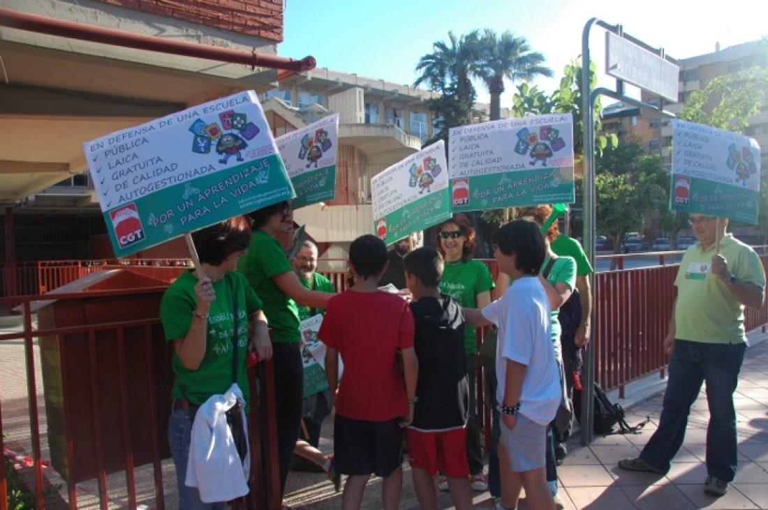 22M Huelga de enseñanza. CGT Murcia informa en institutos y colegios
