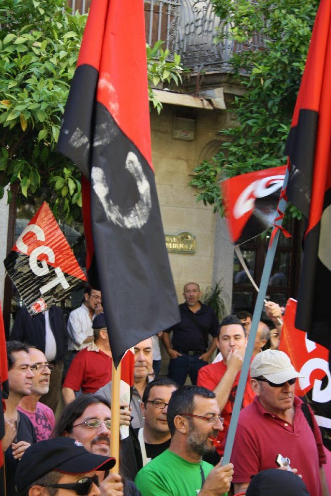 Vilanova i La Geltrú: concentración en apoyo al compañero despedido en Mahle Componentes