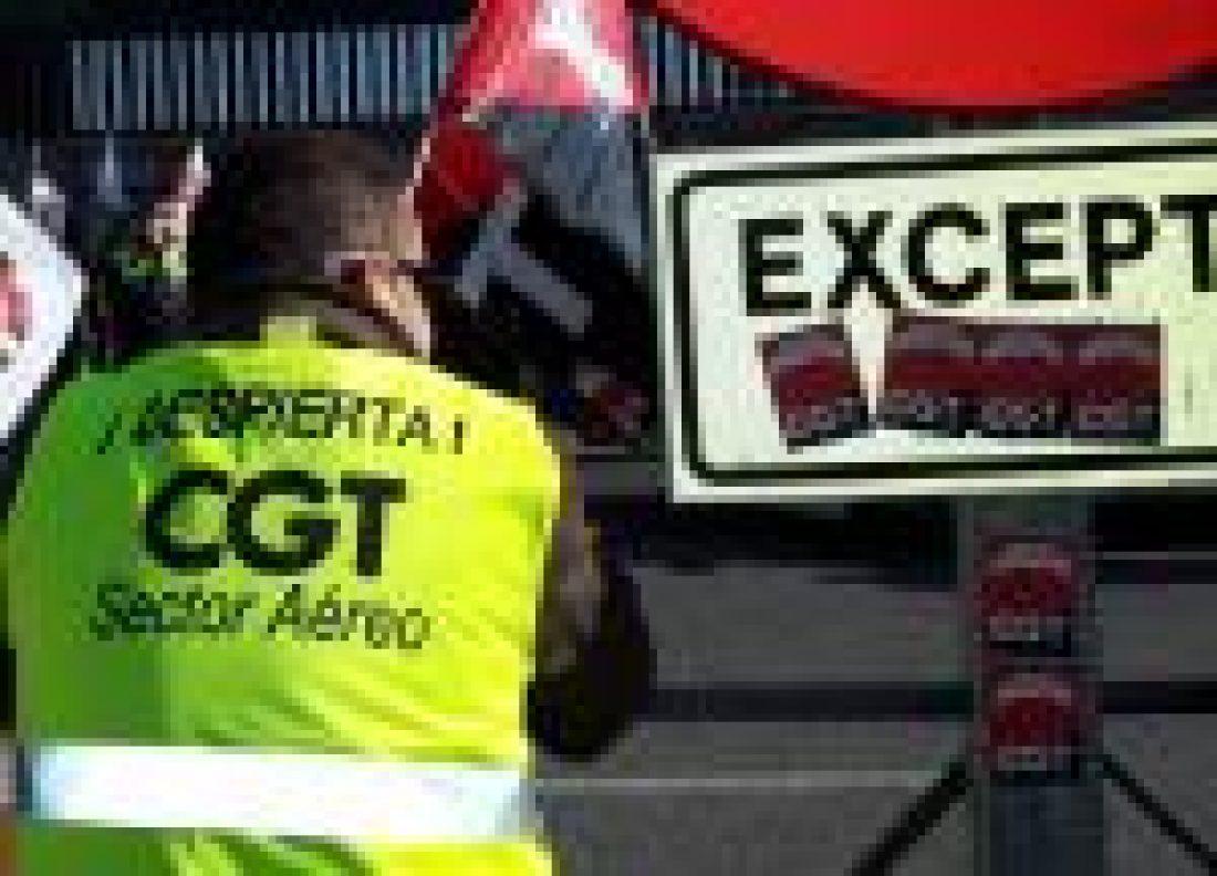 Trabajadores de limpieza en lucha contra los recortes en el sector Aéreo impuestos por Aena.
