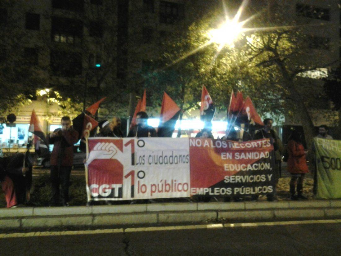 Sevilla. Protesta ante el parlamento andaluz contra las políticas de recortes de la Junta y del Gobierno