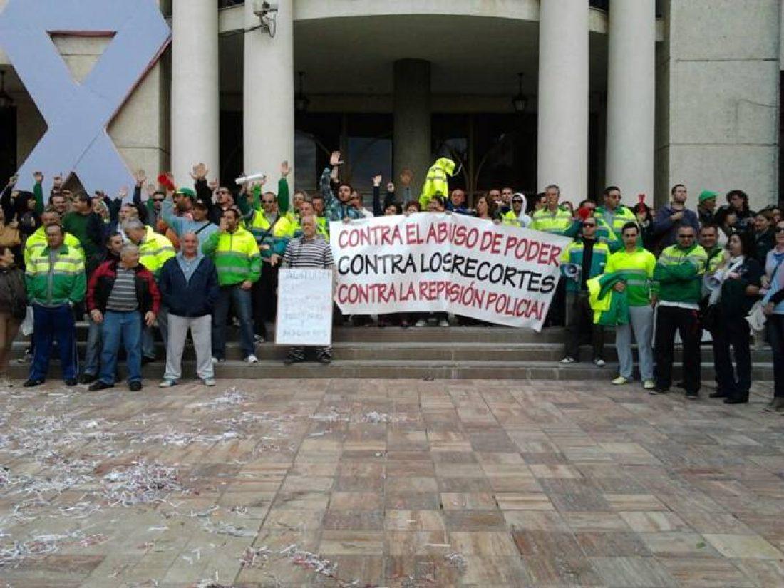Primer día de huelga indefinida en el servicio de limpieza del Rincón de la Victoria (Málaga)