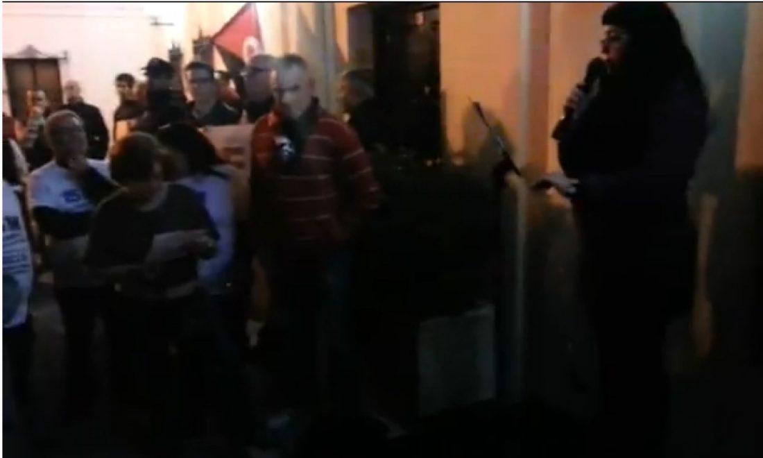 Acto de protesta contra el despido de una empleada en el Consistorio de La Barca [video]