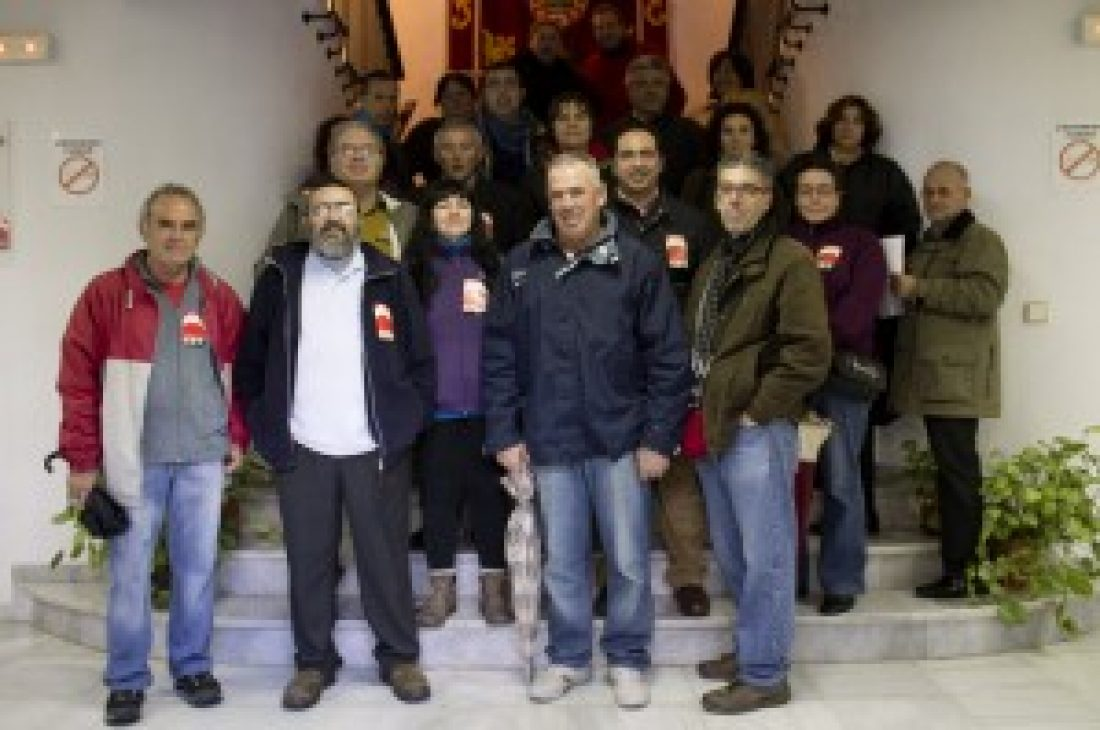 Encierro en el Ayuntamiento de La Barca por el despido de una trabajadora