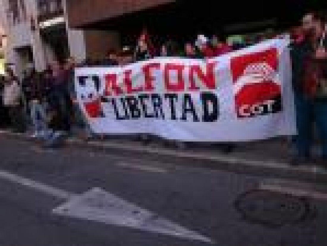 400 Personas se manifiestan en Valencia por la libertad del compañero Alfonso.