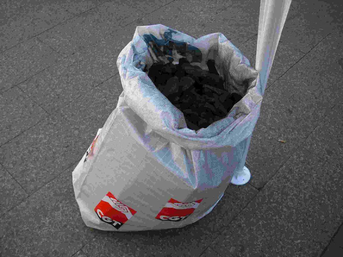 Barcelona. ¡Este año, lxs carterxs llevamos carbón a Correos!