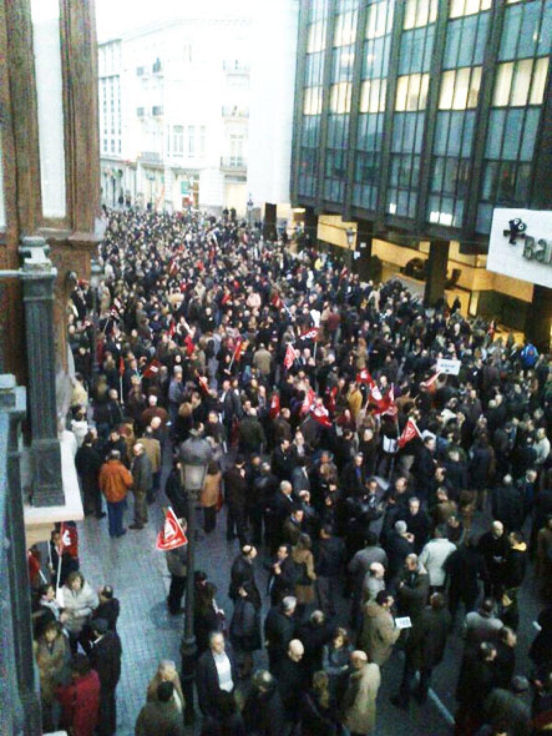 Multitudinaria protesta de trabajadores de Bankia en Valencia contra el ERE