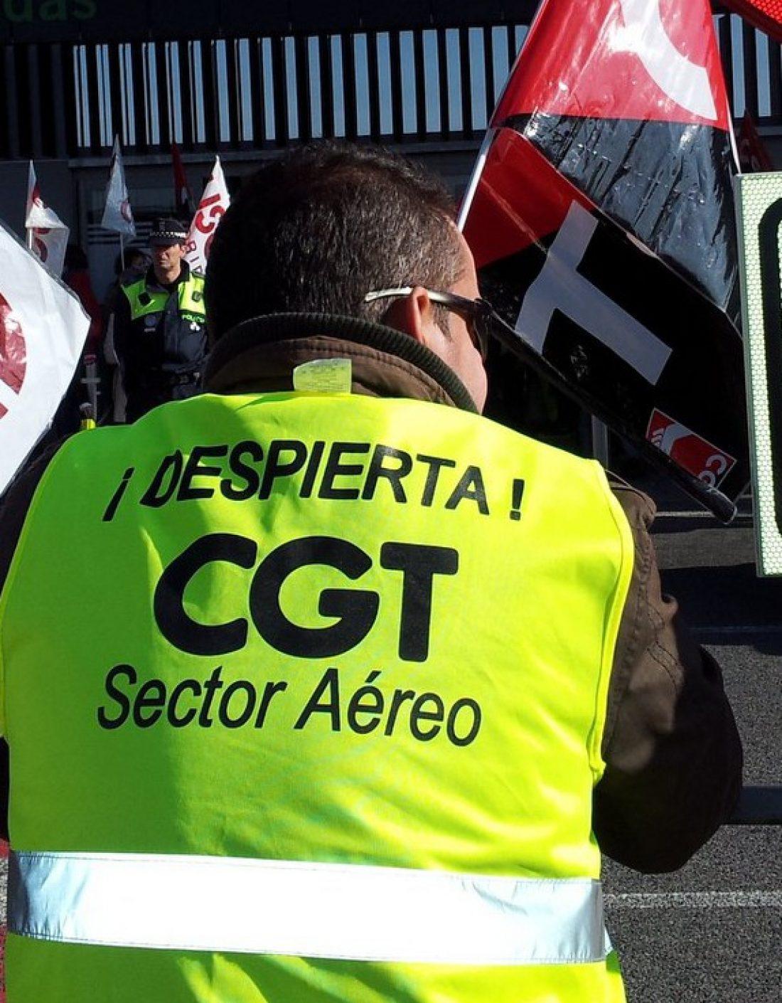 Trabajadores de limpieza del Aeropuerto de Barajas, en lucha contra los recortes en el sector Aéreo impuestos por Aena.