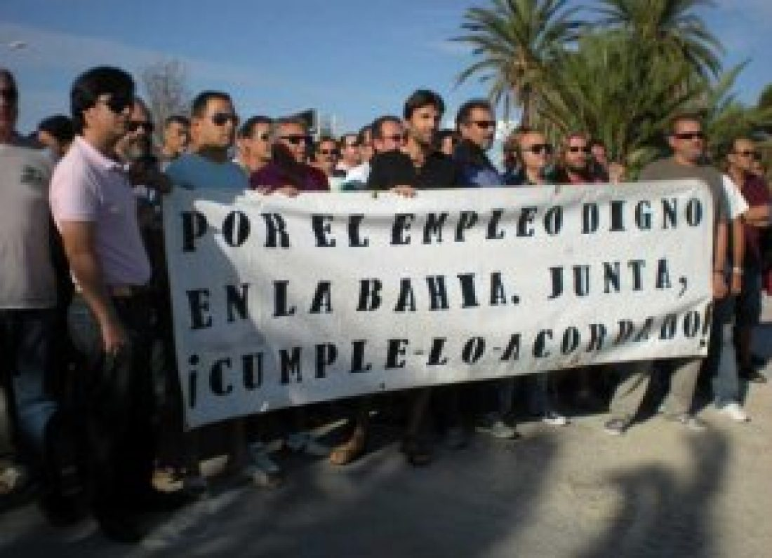 Desalojados ex trabajadores de Delphi de la Delegación de gobierno de  la Junta de Andalucía en Cádiz.