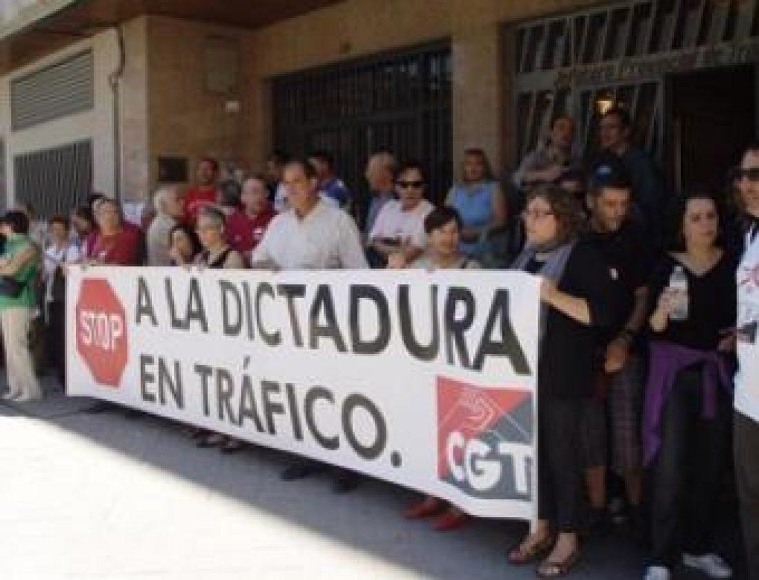Aumenta la participación en el 2º día de huelga indefinida de 13 a 15 horas en la DGT de la provincia de Barcelona