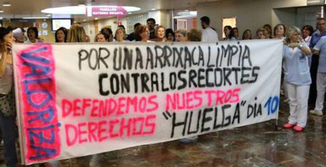 A pesar de la visita de los antidisturbios, el seguimiento del 2º día de huelga de las limpiadoras de la Arrixaca sigue siendo masivo