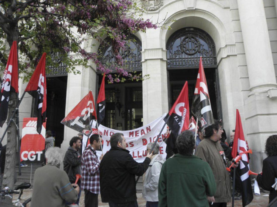 CGT inicia en Valencia concentraciones diarias ante Correos en protesta por la persecución a una empleada con baja médica a la que la empresa obliga a trabajar