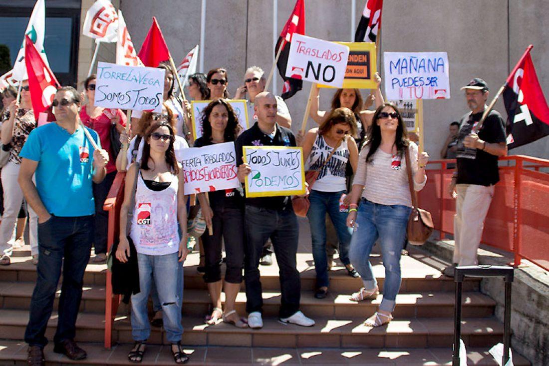 CGT paraliza el traslado de los 150 trabajadores de Golden-Konecta de Torrelavega al centro de Vodafone en Valladolid