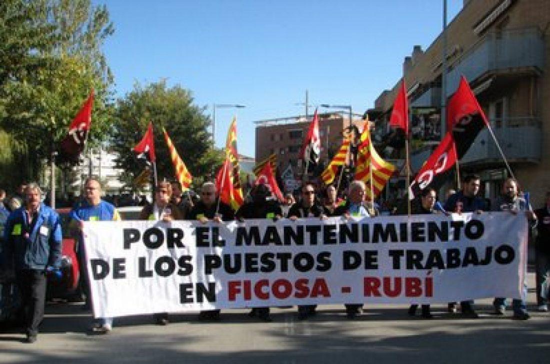 Los trabajadores de FICOSA bloquean la entrada de camiones a la planta de Viladecavalls