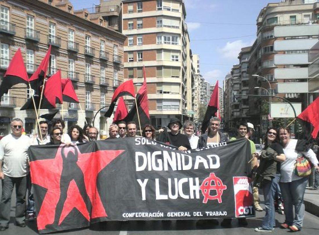 Murcia. Entrega de firmas contra la oposición de interinos al cuerpo de bomberos