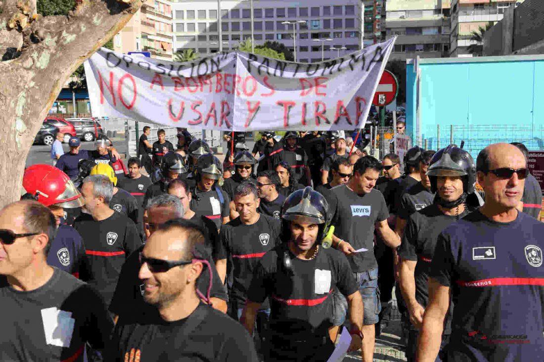 Los bomberos de la Región de Murcia salen a la calle