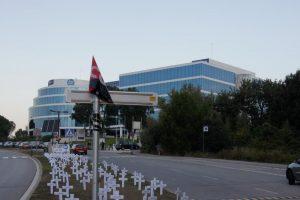 CGT Planta 157 cruces frente a la sede de Hewlett-Packard en Sant Cugat