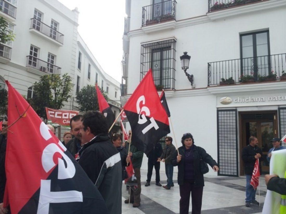 La plantilla de recogida de la basura, de Chiclana, convoca una huelga para el próximo 1 de enero