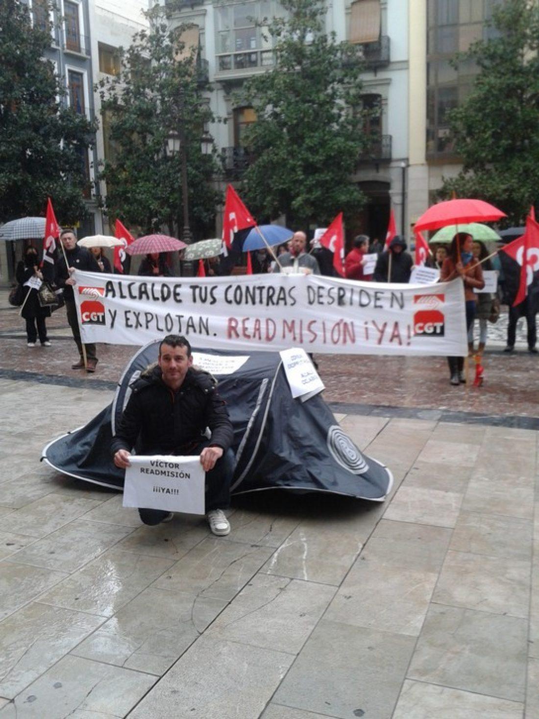 Protesta en granada ante el despido de un trabajador de una subcontrata Municipal