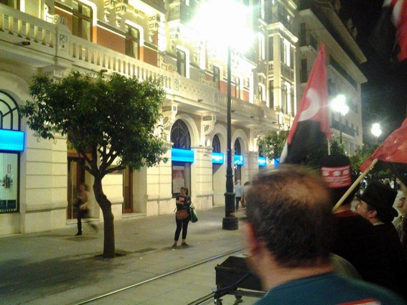 Cortejo funerario por las calles de Sevilla - Imagen-3
