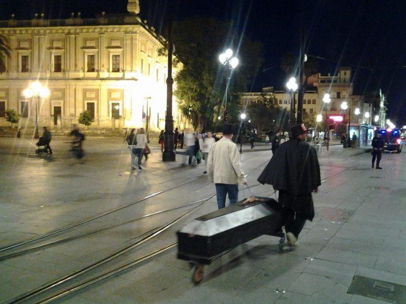 Cortejo funerario por las calles de Sevilla - Imagen-5