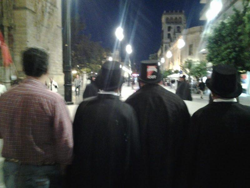 Cortejo funerario por las calles de Sevilla - Imagen-7