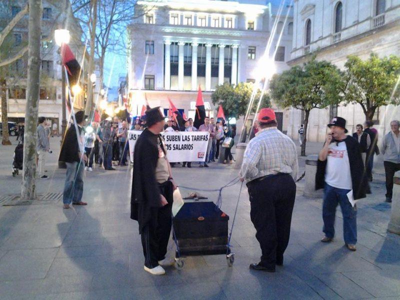 Cortejo funerario por las calles de Sevilla - Imagen-26