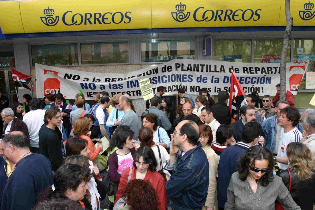 Huelga indefinida de tres horas por turno de trabajo en correos de Barcelona  en el C.L.I. (Centro De Logística Integral)