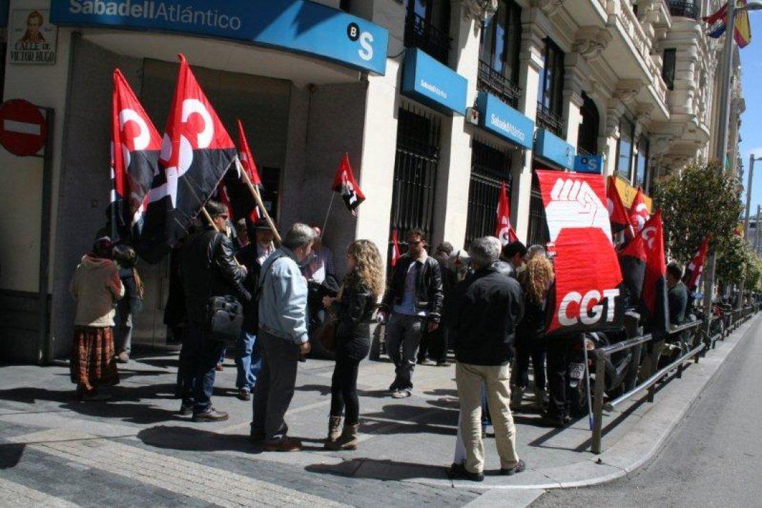 El Ministerio de Trabajo inspecciona las oficinas del Banco Sabadell
