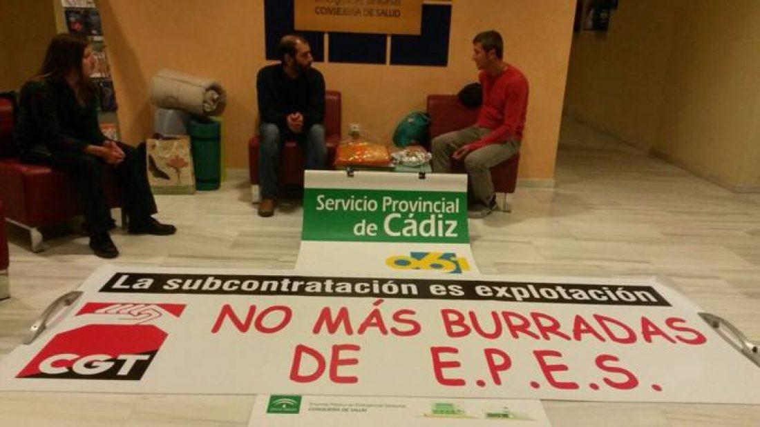 """EPES 061 contrata """"matones"""" que agreden a delegada de CGT en el #Encierro061Cadiz y se apropian de pancarta"""