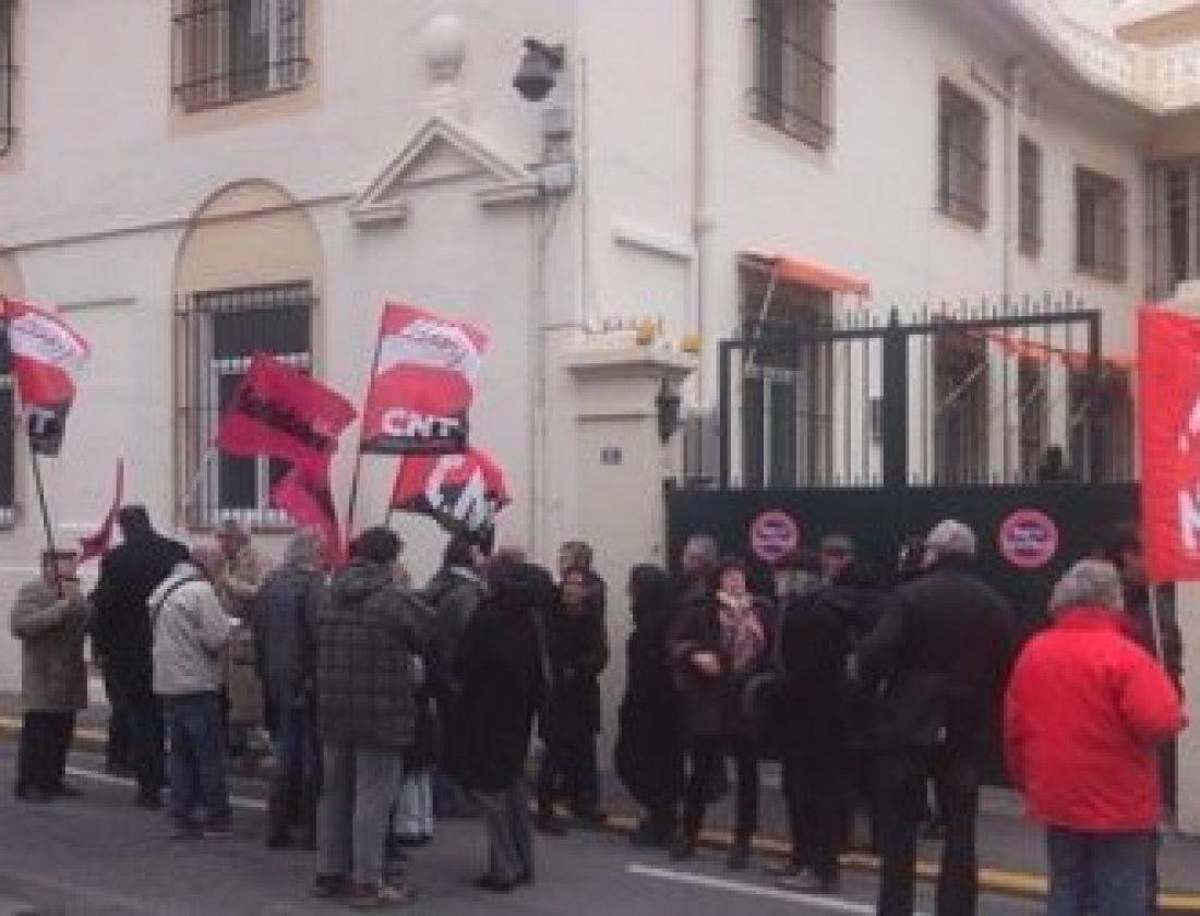 Francia: Solidiares, CNT-F, CNT-SO protestando contra ley Mordaza