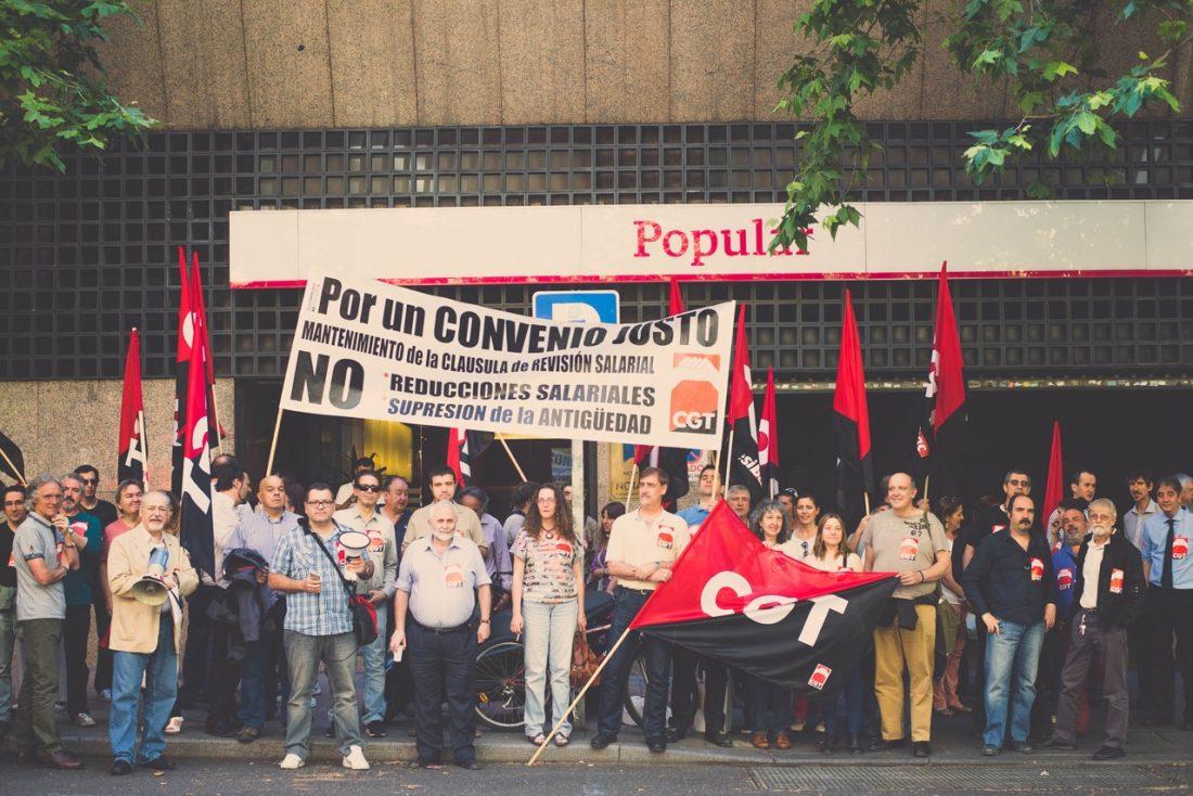CGT se moviliza ante la sede de la AEB exigiendo un convenio justo