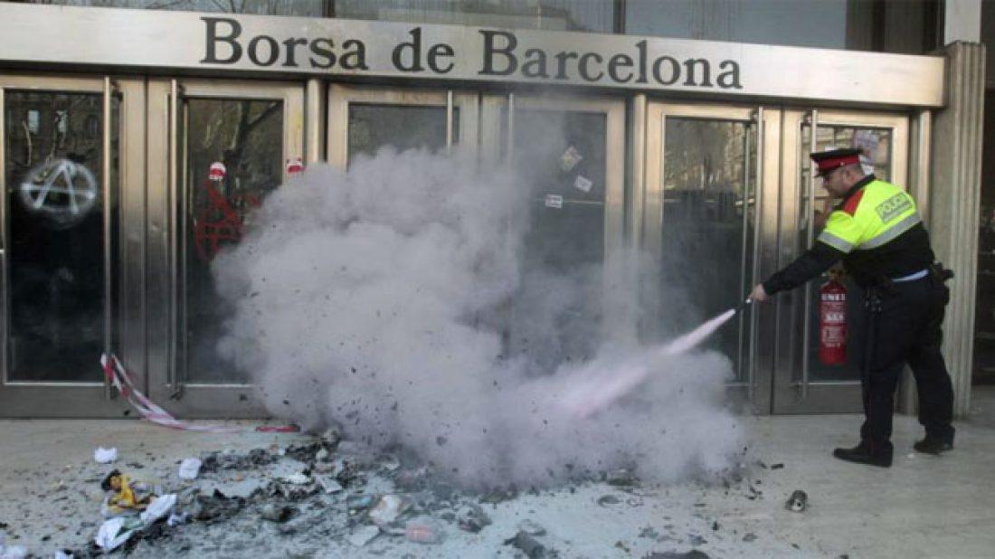 Juicio a Laura y Eva por la performance frente a la Bolsa de Barcelona el 29M de 2012, día de la Huelga General