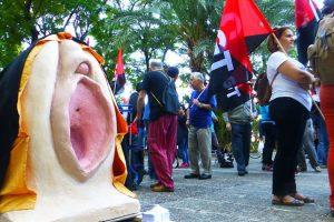 La Confederación General del Trabajo (CGT) se congratula por el archivo de la causa abierta contra tres feministas y dos miembros del sindicato por una protesta en forma de procesión en Sevilla