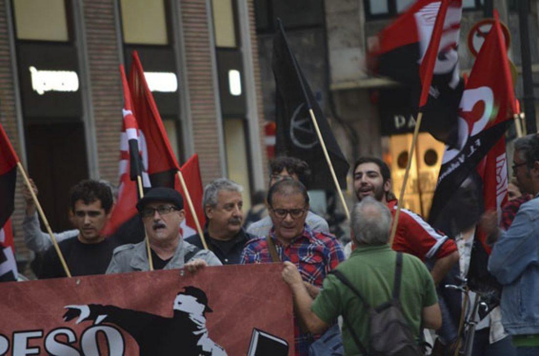 [Fotos] Concentraciones en solidaridad con «Som 27 i més»