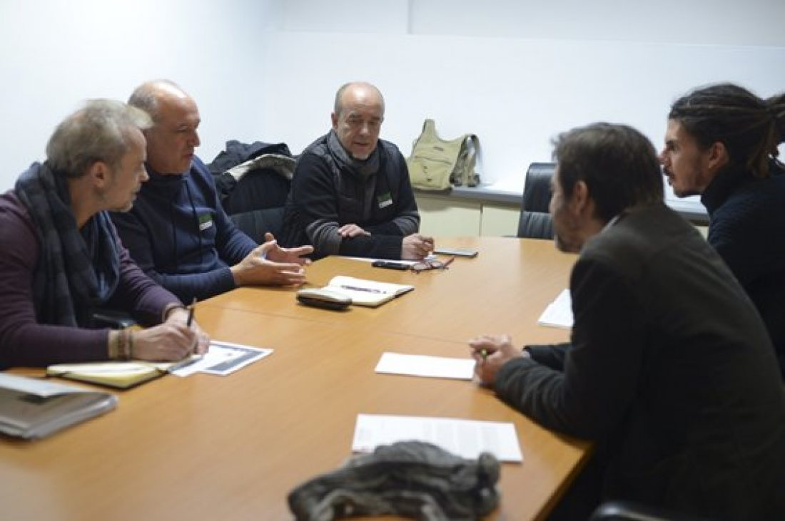 Podemos se reúne en el Congreso con representantes de CGT